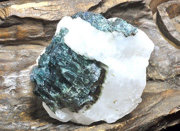 原石<br>インディゴ・ブルー・トルマリンの原石<br>ブラジル・ミナスジェライス州・イチンガ産