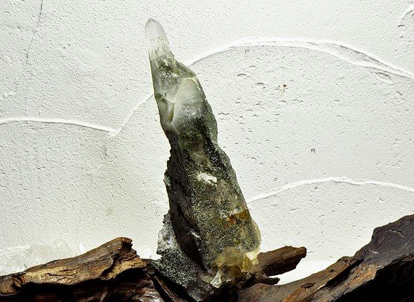 原石<br>ガネッシュ・ヒマール・クリスタル・ポイント(クローライト入り)<br>ネパール・ラパ産